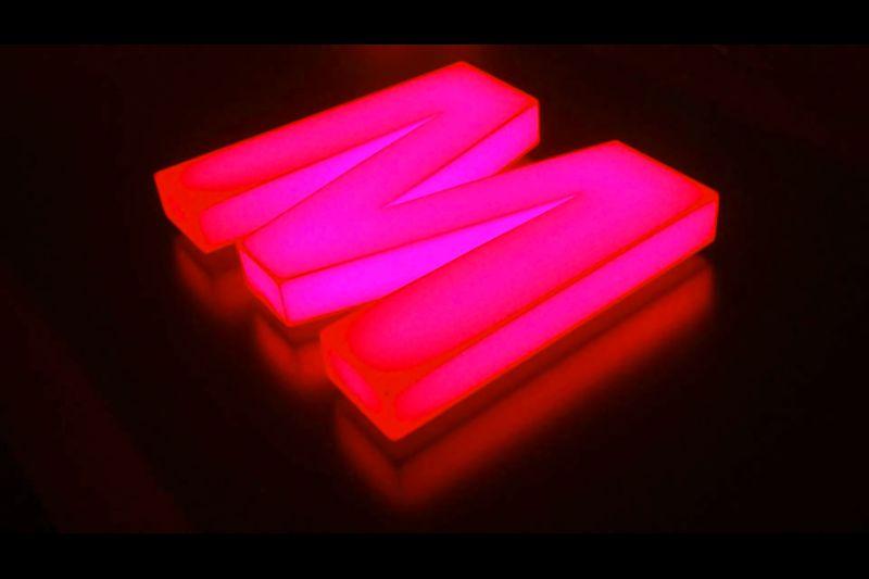 Lettres boîtiers plexiglass avec éclairage par LED