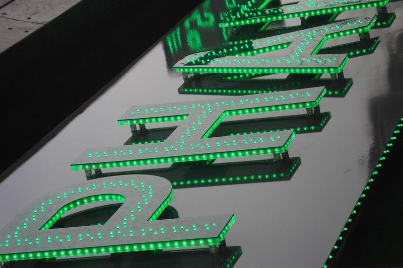 Lettres plexiglass avec face PMMA et éclairage LED