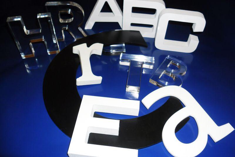 Lettres relief plexiglass et forex